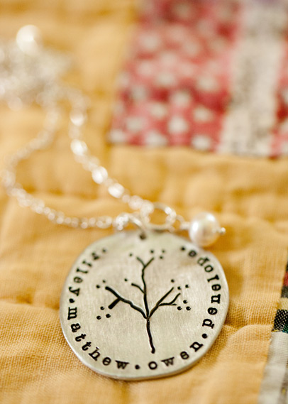 Family-tree-necklace-02