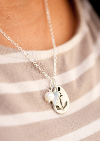 Link_love_is_my_anchor_necklace_02